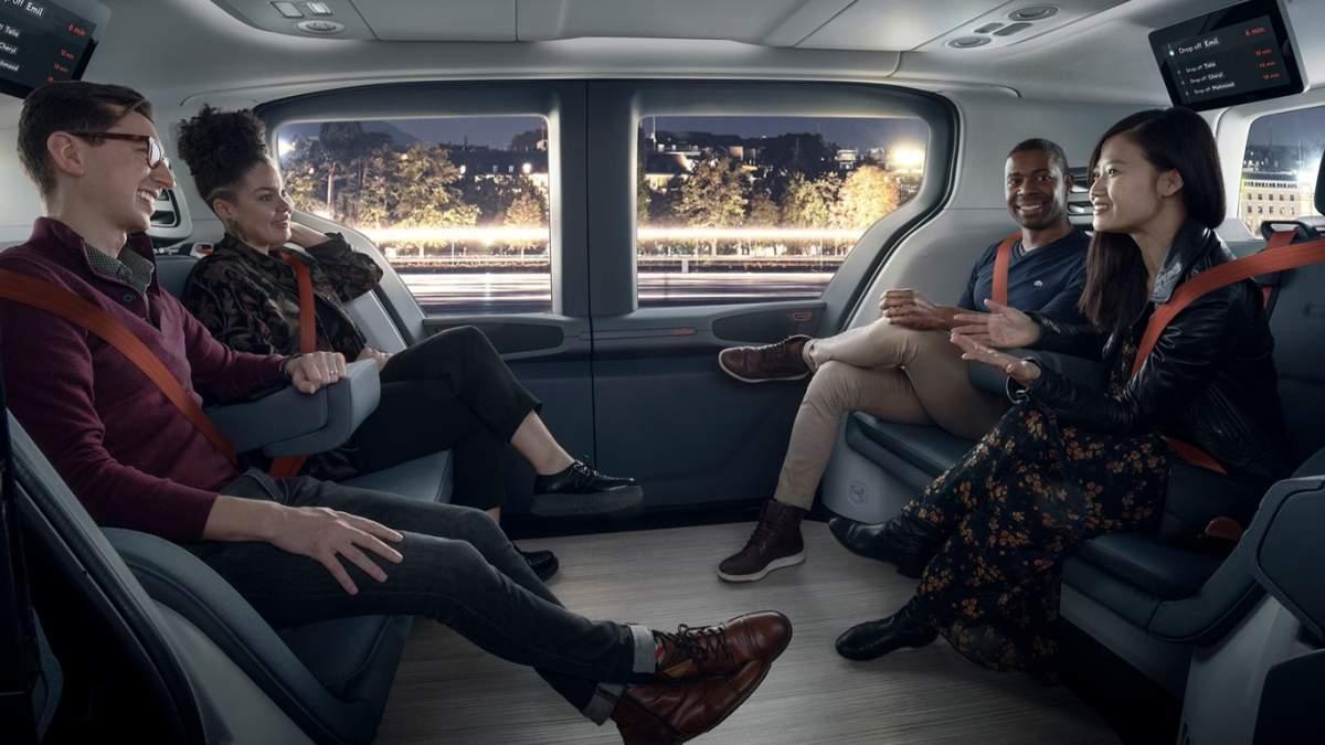 Τέσσερις άνθρωποι μέσα στο Origin Cruise